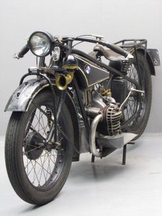 Yesterdays antique motorcycles buying and selling antique motorcycles and related items Antique Motorcycles, Bmw Motorcycles, Bmw Classic, Classic Bikes, Bmw Motorbikes, Motorcycle Dirt Bike, Moped Scooter, Bmw Boxer, Cafe Bike