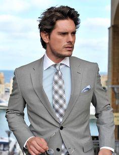 Love the Tie w/ gray suit!!!!!