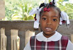 Miralda wünscht sich eine schöne Weihnachtsfeier nit ihren Freunden im Dorf Lougou in Haiti. Ihre Weihnachts-Spende erfüllt Miralds Weihnachts-Wunsch