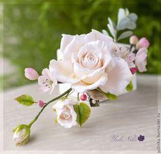 Купить Заколочка с чайной розой и цветами вишни - кремовый, розовый, чайная роза, для фотосессий, весенняя