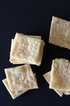 Crispy, buttery, and only 5 ingredients, these Gluten-Free Soda Crackers will make everyone happy!these taste just like Saltine crackers & they are vegan too! Gluten Free Crackers, Gluten Free Snacks, Foods With Gluten, Gluten Free Cooking, Dairy Free Recipes, Vegan Gluten Free, Gluten Free Saltine Cracker Recipe, Gluten Free Chips, Soda Crackers