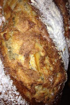 Pan de Trigo y Centeno con Naranjas Confitadas y Pasas de Corinto
