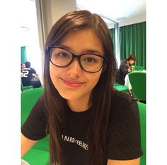 This is the lovely Liza Soberano smiling for the camera and wearing eyeglasses for fashion purposes. Indeed, Liza is a very talented Kapamilya and a Star Magic talent, despite of her wearing eyeglasses for fashion. Most Beautiful Faces, Simply Beautiful, Beautiful People, Miki Sato, Lisa Soberano, Phillips Morris, Teen Actresses, Sexy Toes, Girls With Glasses