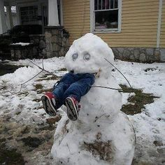 Snowman Snow Scarecrow - How To Keep Kids Out of Your Yard This Winter ---- hilarious jokes funny pictures walmart humor fails -- Someone did this in Sweetser this past winter lol Funny Shit, Funny Cute, Haha Funny, Funny Stuff, Funny Drunk, Odd Stuff, 9gag Funny, Creepy Stuff, Funny Food