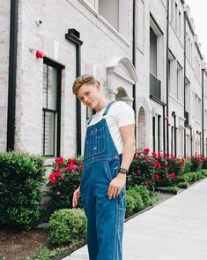Urban Aesthetic, Aesthetic Clothes, Aesthetic Outfit, Bib Overalls, Dungarees, Guys In Skirts, Herren Outfit, Mens Fashion, Fashion Outfits