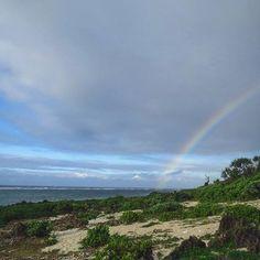 【sarukichi1623】さんのInstagramをピンしています。 《私的写真集 『さる吉 'S  PHOTO ~沖縄景色 』より * *『 虹を探しに 』 *  そうや、今こそ虹を探しに行こうー!! 。 * * #写真集  #久高島  #島  #青  #青空  #沖縄  #海  #砂浜  #空  #虹  #beautiful  #IXY3》