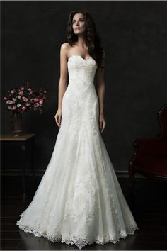 Elegant Trumpet Mermaid Strapless Vintage Lace Wedding Dress With Buttons