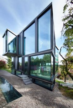 Don't Throw Stones: Modern Glass House is Super Sharp