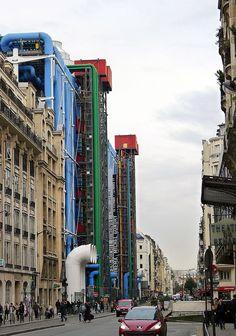 P1000954 Paris IV Rue Beaubourg reductwk - Centro Pompidou - Wikipedia, la enciclopedia libre