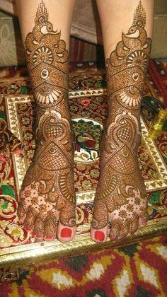 Leg Mehndi Design Images Find the best and latest stylish mehndi designs… – Henna Rajasthani Mehndi Designs, Indian Henna Designs, Mehndi Designs Feet, Legs Mehndi Design, Stylish Mehndi Designs, Mehndi Design Pictures, Mehndi Designs For Girls, Dulhan Mehndi Designs, Beautiful Mehndi Design