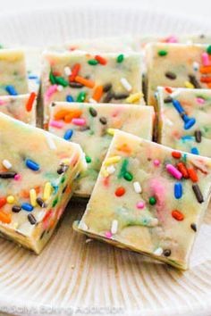 Cake Batter Fudge by Sallys Baking Addiction (I made this tonight, pretty yummy! Can't wait to try her cookie dough fudge! Chocolate Chip Cookies, White Chocolate Fudge, White Chocolate Recipes, Chocolate Cake, German Chocolate, Chocolate Frosting, Fudge Frosting, Baking Chocolate, Chocolate Tarts