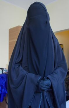 Arab Girls Hijab, Girl Hijab, Muslim Girls, Muslim Women, Indian Wife, Hijab Niqab, Girly Pictures, Black Cover, Beautiful Hijab