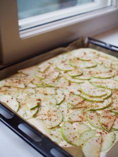 Ihana omenapiirakka - Hanna G Food Inspiration, Zucchini, Bread, Baking, Vegetables, Sweet, Desserts, Candy, Tailgate Desserts