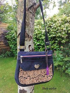 Sac Polka en suédine et dentelle de liège cousu par Thaly - Patron Sacôtin Messenger Bag, Satchel, Bags, Sewing, Lace, Handbags, Crossbody Bag, Bag, Backpacking