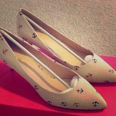 Shoe Dazzle Shoes - Beige/tan anchor print short heels