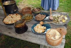 Medieval Cooking- I think it is really the plates and bowls that make this look authentic. Old Recipes, Gourmet Recipes, Healthy Recipes, Midevil Food, Renaissance Food, Medieval Recipes, Buckwheat Pancakes, Kitchen Witch, Aga Kitchen