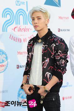 Kim Jonghyun Moore Moore Ikehara Just look at how handsome your man is :P! Hot Korean Guys, Korean Men, Shinee Debut, Shinee Jonghyun, Kim Kibum, Pop Bands, My Forever, Kpop Boy, Beautiful Boys