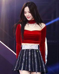 Blackpink Jisoo - Melon Music Awards So beautiful😍💕💕 Blackpink Jisoo, Stage Outfits, Kpop Outfits, Blackpink Fashion, Fashion Outfits, Black Pink ジス, Kpop Mode, Chica Cool, Blackpink Members