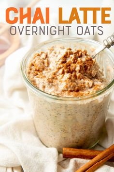 Get all the flavor of a warm cup of chai in an easy grab-and-go breakfast with these Chai Latte Overnight Oats.<br> Get all the flavor of a warm cup of chai in an easy grab-and-go breakfast with t Overnight Oats With Yogurt, Easy Overnight Oats, Raspberry Overnight Oats, Breakfast Desayunos, Grab And Go Breakfast, Mexican Breakfast, Breakfast Sandwiches, Breakfast Cookies, Breakfast Smoothies