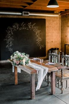 This sweetheart table for a spring wedding day is modern and romantic. We decorated the farmhouse table with a delicate lace linen and fresh florals. Colorful Weddings, California Wedding Venues, Spring Wedding Inspiration, Destination Wedding Planner, Bridesmaids And Groomsmen, Outdoor Wedding Venues, Festival Wedding, Sweetheart Table, Farmhouse Table
