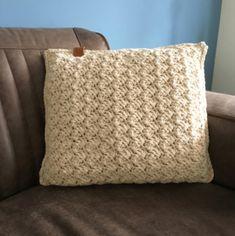 Kussen Isabell | Gratis haak en macramé patronen | Huisje van Katoen Crochet Pillow, Crochet Home, Chrochet, Merino Wool Blanket, Home Deco, Diy And Crafts, Cushions, Throw Pillows, Creative