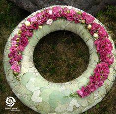 White funeral wreath - http://www.zaliojizona.lt/galerija/gedulas/