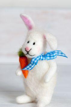Little felt rabbit, gefilzter Hase, Osterhase, easter bunny, filz, felted von lepetitagneau auf Etsy