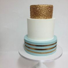 #cake collabo with @kacyhyder check out her perfect #buttercream edges! #sweetandsaucyshop #gold #dessert #fondant by kyongs_cakesncrafts