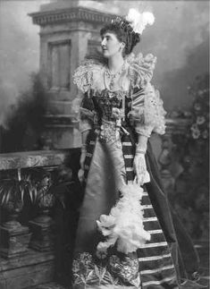 Lady Meysey-Thompson, later Baroness Knaresborough (d. 1922), née Ethel Adeline Pottinger as Elizabth, Queen of Bohemia.