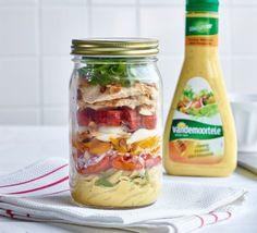 De salade in een bokaal al ontdekt? Het idee is al een tijdje een trend en als je het concept nog niet zou kennen, lees dan vooral verder… …want dankzij de salade in een bokaal (of weckpot) is het kinderspel om lekkere (en gezonde) lunches in te pakken voor een lekkere picknick of om de