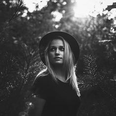 Outdoor portrait photography | © Jurriaan Huting - Huting.net I really like the @vsco #blackandwhite filters! What do you like more? Color or black&white?