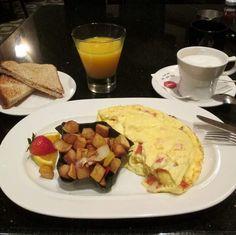 Bom dia! Sonhando com um café da manhã como esse novamente...  #familiaviagem #bomdia #cafedamanha #breakfast #hardrockhotelorlando