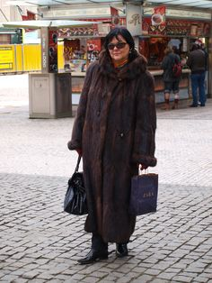 Mature lady in muskrat coat posed me in Prague.