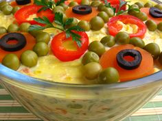Salata Boeuf Romanian Food, Romanian Recipes, Fruit Salad, Oatmeal, Good Food, Cooking, Breakfast, Romania, Food