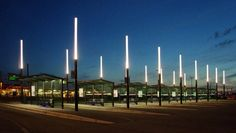 The lighting and urban furniture contribute to creating an environment where people feel comfortable Landscape Lighting, Outdoor Lighting, City Lights, Street Lights, Rest Area, Lighting Design, Lighting Ideas, External Lighting, Central Station