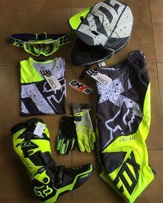 23 super Ideas for dirt bike gear Dirt Bike Riding Gear, Dirt Scooter, Dirt Bike Helmets, Motorcycle Dirt Bike, Women Motorcycle, Dirt Biking, Fox Motocross Gear, Atv Gear, Motocross Girls