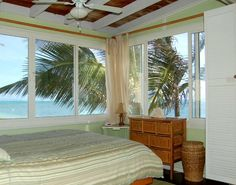 Hawaiian Sunrise Beach Cottage/Beachfront Perfect! in Hauula