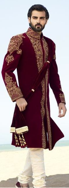 New Wedding Indian Outfit Men Ideas Indian Groom Wear, Indian Attire, Indian Outfits, Mens Sherwani, Wedding Sherwani, Sherwani Groom, Punjabi Wedding, Wedding Men, Wedding Suits