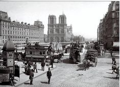 A cathedral that defined a city: 20 rare photographs of Notre Dame from the century. Paris Vintage, Old Paris, Paris Paris, Paris Saint, Belle Epoque, Old Pictures, Old Photos, Image Paris, Le Marais Paris