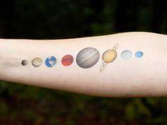 20 Fotos de Tatuagens de Planetas + Significados!
