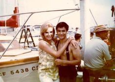 Today is the birthday of the famous martial artists and movie star Bruce Lee. On that occasion Irongangsta presents 27 rare pictures of him. Brandon Lee, Sharon Tate, Rare Pictures, Rare Photos, Kung Fu, Bruce Lee Chuck Norris, Bruce Lee Pictures, Bruce Lee Family, 17 Kpop