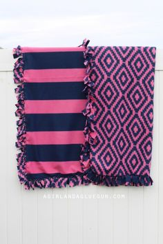 Everything you ever wanted to know about making fleece blankets! 2019 easy no sew fleece blanket The post Everything you ever wanted to know about making fleece blankets! 2019 appeared first on Blanket Diy. Knot Blanket, No Sew Fleece Blanket, No Sew Blankets, Fleece Hats, Baby Blankets, Fleece Tie Blankets, Weighted Blanket, Fleece Throw, Fabric Crafts