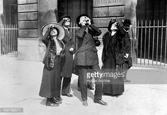Eclipse of April 17 1912  Eclipse of April 17, 1912, People in front of the navy ministry, in Paris.
