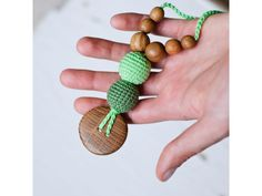 Collares de lactancia Kangaroocare Flower in Green, natural y diseñado para la mamá canguro y/o lactante. Es seguro para el bebé. http://www.ecochinijos.com/ecochinijos/5529120/collar-de-porteo-y-lactancia-green.html
