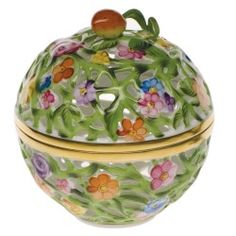 Gracious Style specializes in high end furnishings for your home, including fine linens, luxury dinnerware, and special gifts. Herend China, Baccarat Crystal, China Porcelain, Earthenware, Trinket Boxes, Pottery, Bone China, Dolls, Barbie Collector