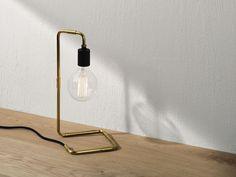 Stort udvalg af lamper til hjemmet. Om du leder efter et bordlampe i træ eller en pendel i kobber så finder du designer lampen her. Gratis fragt.