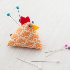 Are these little chicken pin cushions the cutest ever, or what! Not only are they easy to make but also very addicting! I wanted to make an entire coop full! These little guys stand only 1.75″ tall and here's the tutorial on how to make them! Materials: Two 2.5″ fabric squares Felt fabric in red, …
