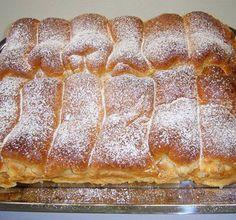 Habkönnyű túrós bukta - www.kiskegyed.hu Serbian Recipes, Hungarian Recipes, Hungarian Cake, Sweet Cookies, Waffle Iron, Sweet And Salty, Hot Dog Buns, Banana Bread, Bakery