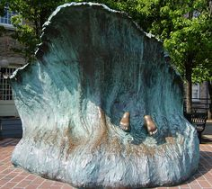 """The Wave"" Statue, Newport by italiangerry via Flickr"
