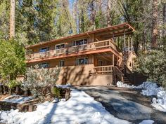 (24B) Bird's Eye View - $539 avg/night - Wawona - Amenities include: Internet, TV, Satellite or Cable, Fireplace, Heater, Children Welcome, Parking ✓ Bedrooms: 4 ✓ Sleeps: 10 ✓ Minimum stay from 2 night(s) ✓ Bookable directly online - Book vacation rental 805040 with Vrbo. Yosemite National Park, National Parks, Yosemite Lodging, Outdoor Ice Skating, Waterfall Trail, Family Vacation Spots, Gas Bbq, Yosemite Valley, Cross Country Skiing